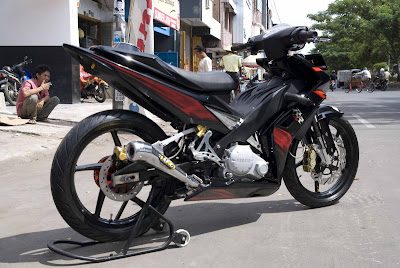 Modified Yamaha 135LC from