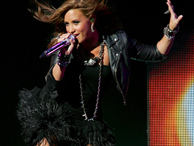 Demi Lovato Concerts 2011 on Wpid Demi Lovato 2011 Solo Tour Still On Track Jpg