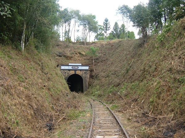 Túnel Ferroviário e Cruz em Honra as Vítimas do Zeca Vacariano