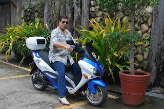 Dave Dewbre on 3000 watt DWG electric motorbike in the Philippines
