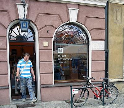 Stojaki rowerowe na Starym Rynku w Poznaniu