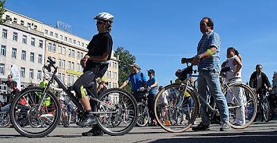 Rowerzysta na MTB podczas liczenia rowerzystów