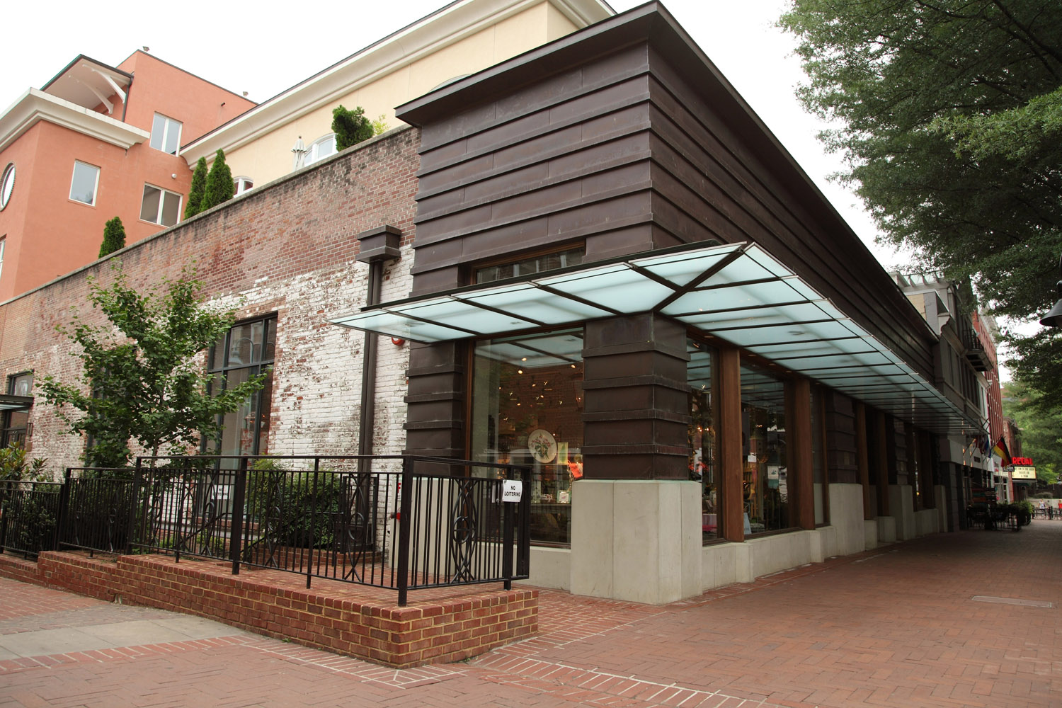 Stylebeat stylish store caspari in charlottesville va for Retail shop exterior design