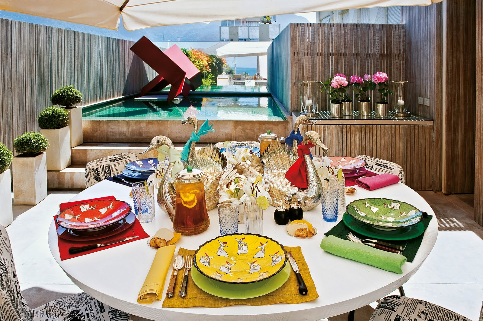 information about home design: ALBERTO PINTO SETS THE TABLE AND C ...