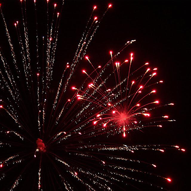 http://1.bp.blogspot.com/_7-DCvGAPx5k/Su1L5HVRBoI/AAAAAAAACcw/KLMIVxqlh6E/s640/Fireworks+1d+31102009.jpg