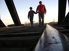 Miguel y Juan, juntos en el puente de la vida