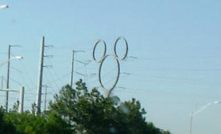 オーランドの417号線と4号線の交差点にある高圧線の鉄塔、デズニーワールドの近くです