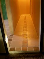 ここが仮の玄関となります、本当の玄関はまだ出来てません