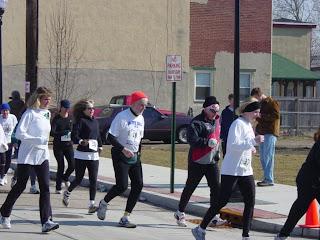 Harry Berkowitz, center in red cap, runs a race in Gloucester, NJ