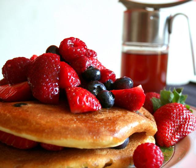 pacake, sciroppo d'acero, maple syrup, frutti di bosco