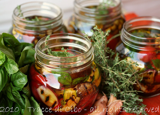 peperoni arrostiti, melanzane grigliate, zucchine grigliate, cipollotti, verdure grigliate sott'olio
