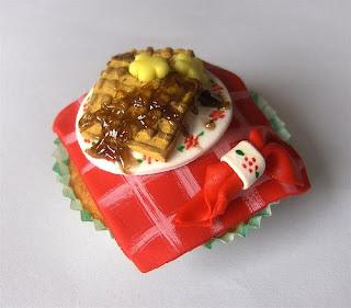 [10-cupcake.JPG]