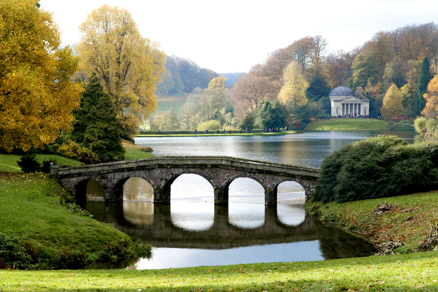 in and out of the garden the beauty of stourhead gardens