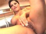 Sunny Leone siriricando sua tesuda buceta