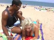Vendedor na praia xavecou e fudeu a loira