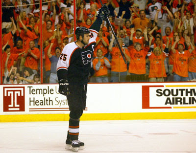 credit to http://kotitescorner.blogspot.ca/2009/12/philadelphia-flyers-all-decade-team.html