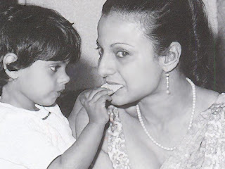 kajol with mother tanujha: kajold.blogspot.com Indian top stars childhood teen age and marriage photos