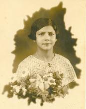 Tia Isaura com 13 anos