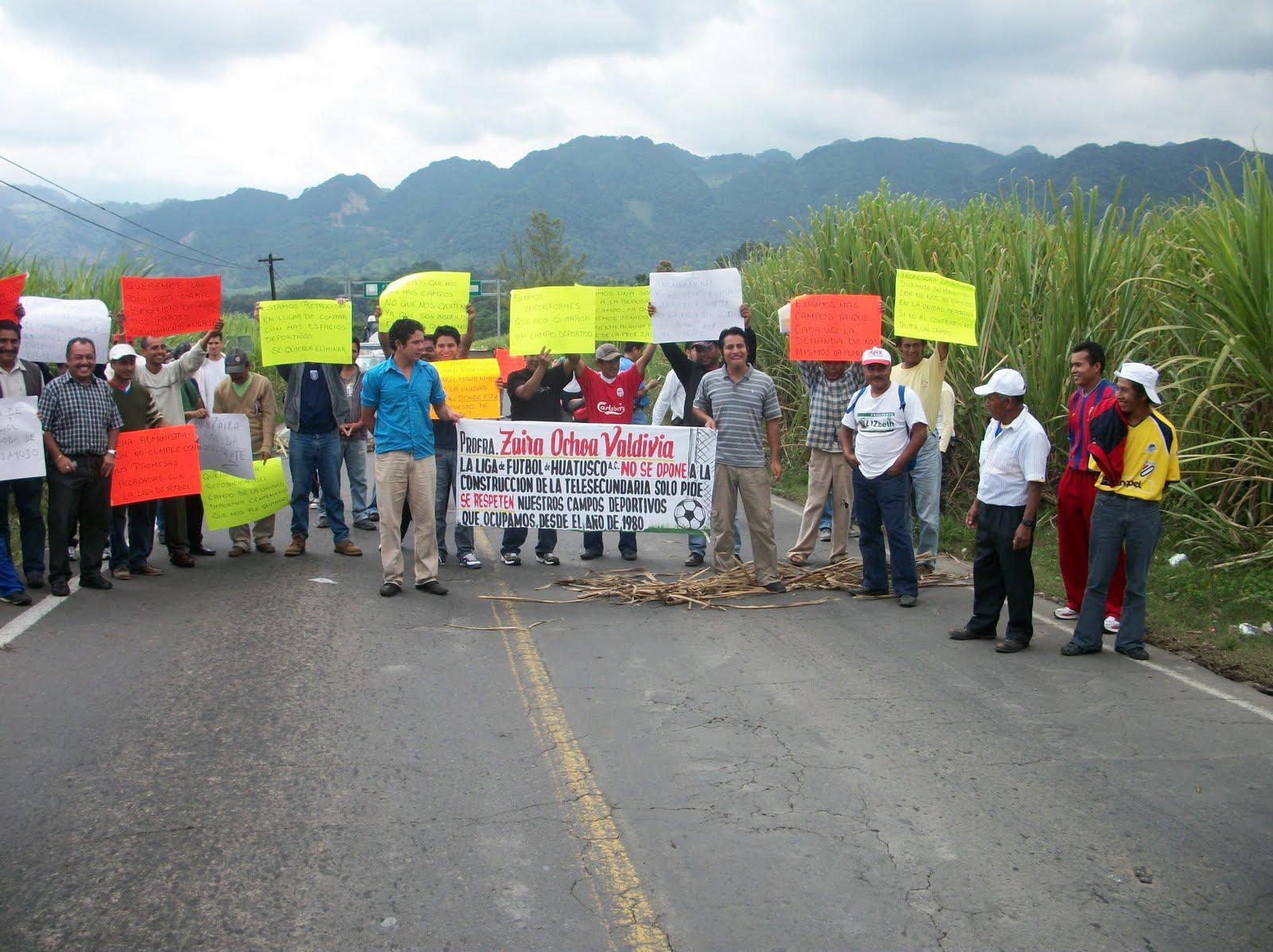 El imparcial deportistas bloquean carretera y toman for Oficinas del ayuntamiento
