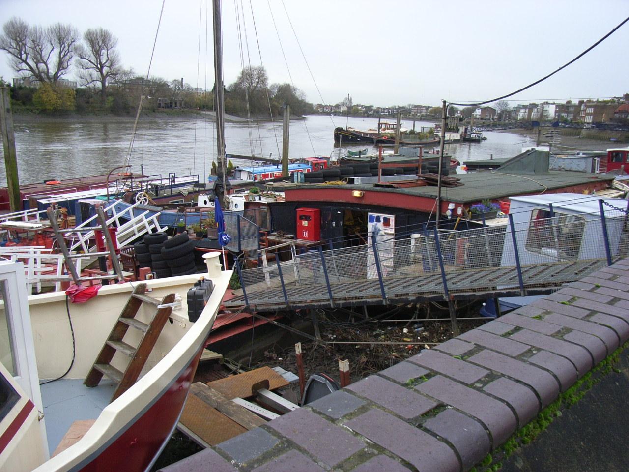 [Barge+Elsie+(centre).JPG]