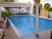 Villa meubl e sur dakar 5 chambres salon avec piscine et for Le jardin almadies