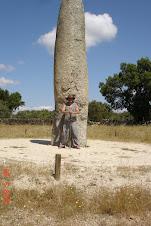 Druide Darius am Menhir