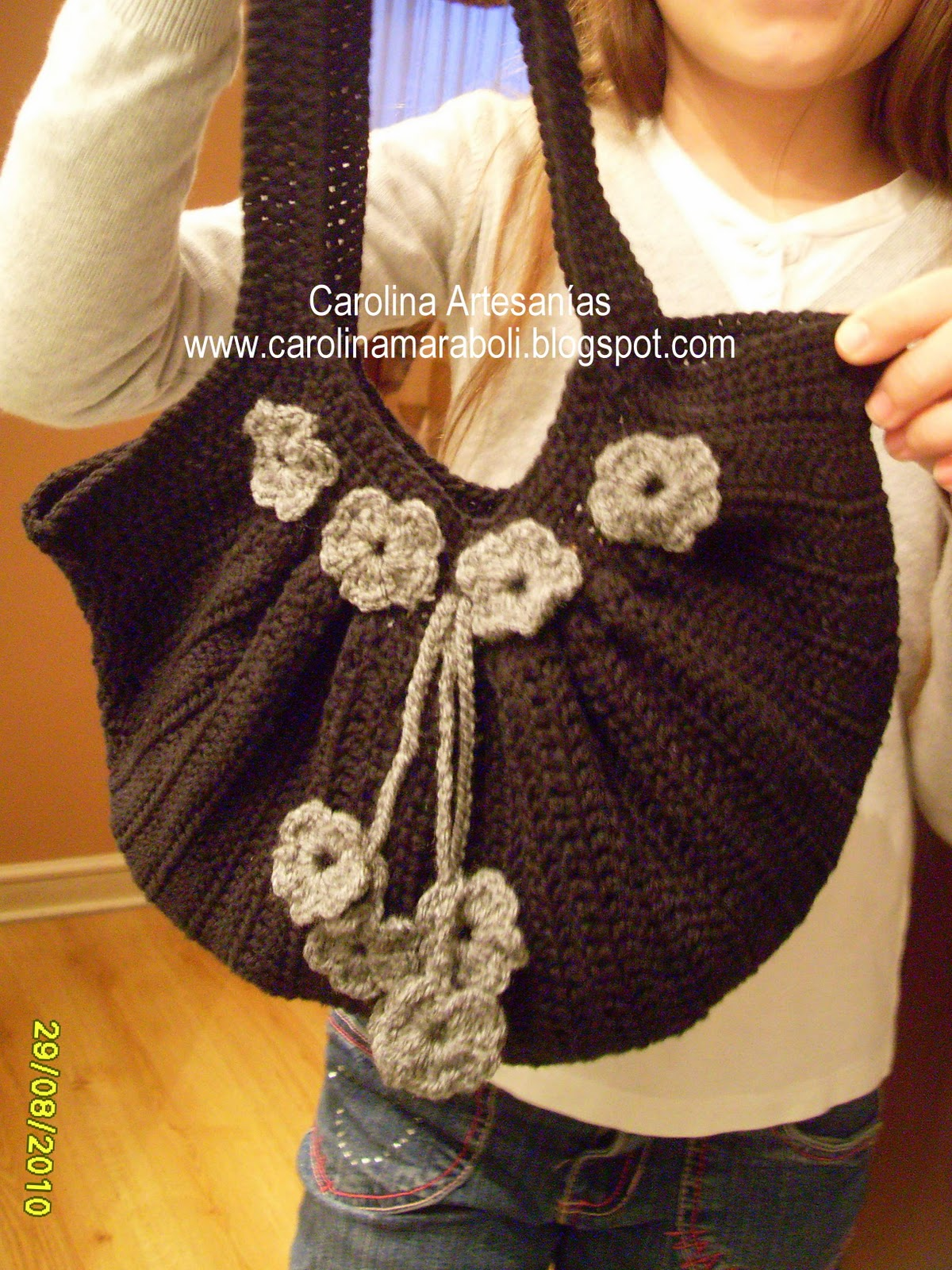 142   Cartera Crochet Fat Bag Negra Con Flores