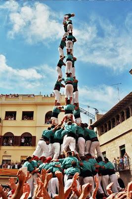 http://1.bp.blogspot.com/_7HVmqO_I9vo/S3uYK2SkjnI/AAAAAAAAA2k/7WyVeXj1TEw/s400/Funxone+Highest+Human+Tower_3.jpg