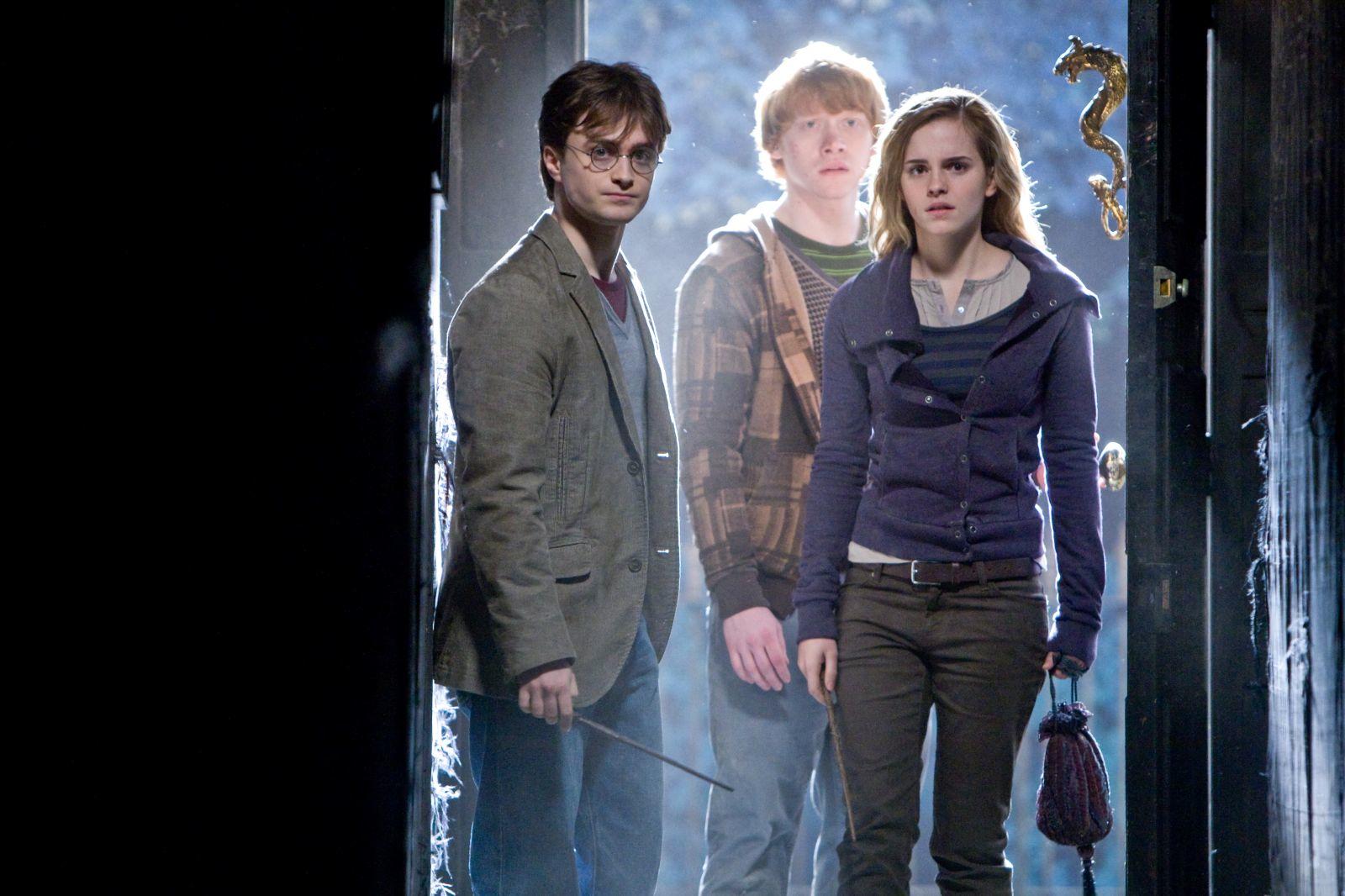 http://1.bp.blogspot.com/_7INDccPViqw/TOf_cNQeQGI/AAAAAAAACqA/S010pIzfuLg/s1600/Harry+Potter+y+las+reliquias+de+la+muerte+%25281%2529.jpg