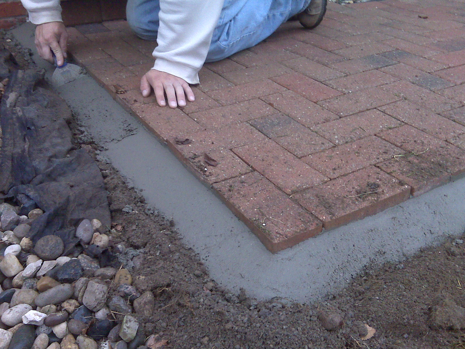 Cement Bead Versus Plastic Edge Restraint For Brick Pavers