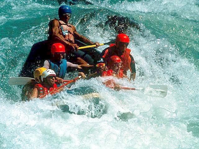 rafting en el rio Petrohué