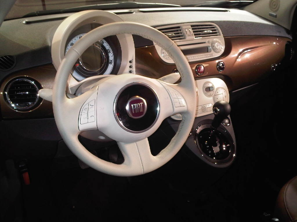 Fiat 500 interior automatic images for Interieur fiat 500