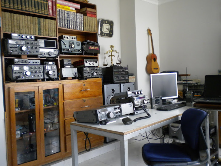 SHACK DE RADIO DE HK 2 FJK ( Carlos Carrascal )