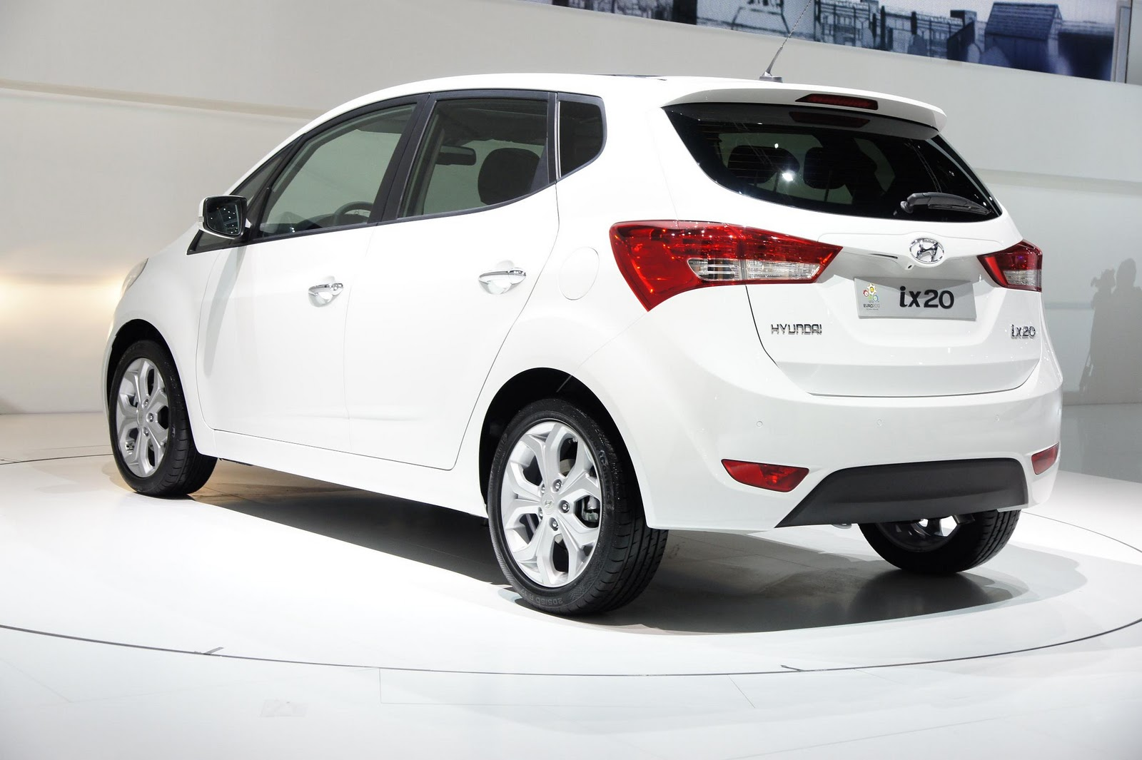 launching new cars 2011 hyundai i10 cars in india. Black Bedroom Furniture Sets. Home Design Ideas