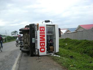 Bimbo bread truck overturned, Honduras