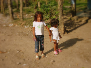 Little girls, Yaruca, Honduras