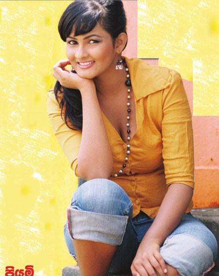 [Sexy-Lankan-Actress-Piumi-Purasinghe-15.jpg]