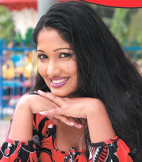 [srilanka_actress_Piyumi_Botheju_7.jpg]