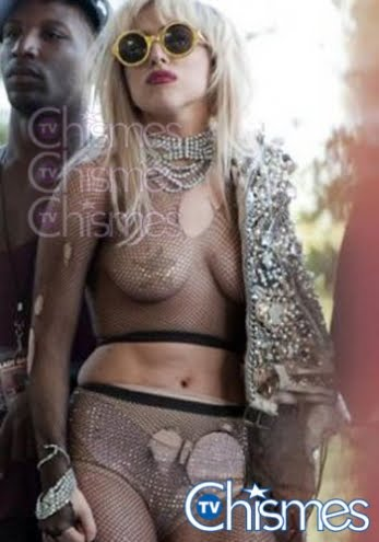 Lady Gaga sin ropa interior, mostró su piercing Taringa!