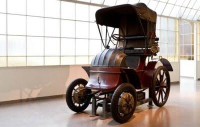 Lohner-Porsche: automóvel híbrido elétrico fabricado em 1900.