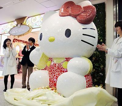Estátua da Hello Kitty com 2,5 metros de altura.