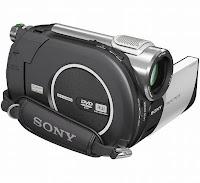 Imagem da Câmera Filmadora Sony DCR-DVD 108 com focada pela lateral de suporte