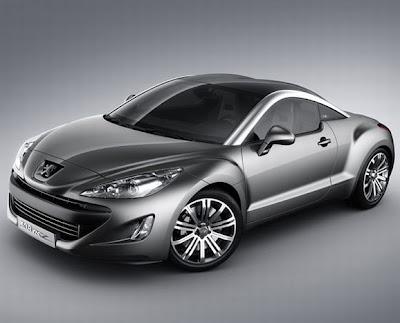 Imagem com vista frontal e lateral direita do Peugeot 308 RCZ