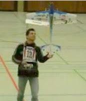 Avião Aeromodelo de controle remoto – Show Indoor – Recinto Fechado