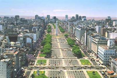 Avenida 9 de Julho, a mais larga do mundo, em Buenos Aires