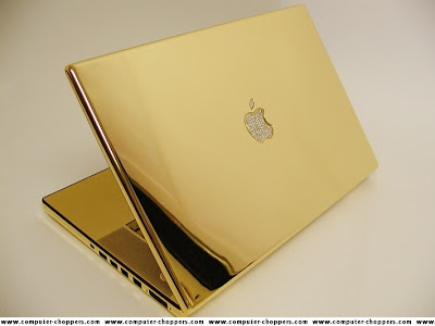 Notebook com ouro e diamantes.
