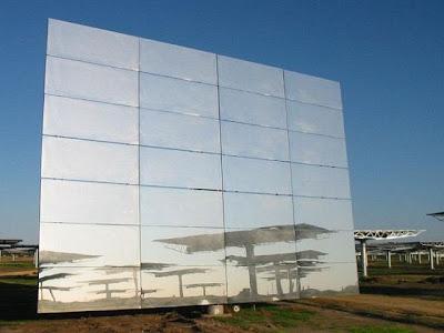 Um dos Espelho posto na vertical - área de 120 m2.