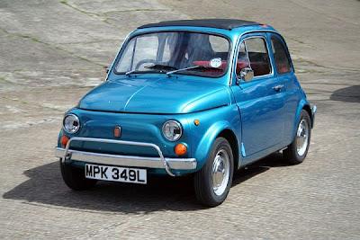 Fiat 500 na versão antiga produzida de 1957 a 1975