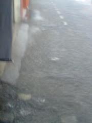 A Calçada da Rua Bernardino de Campos ficou  coberta  pela chuva  do dia 19/10/2009