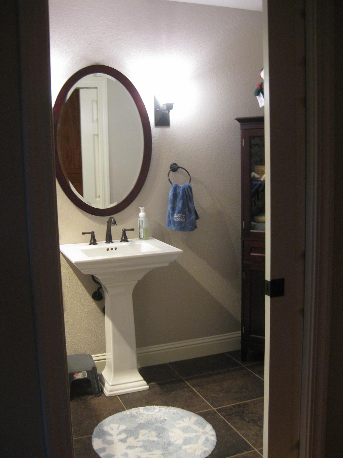 http://1.bp.blogspot.com/_7Qk-4pK5Edk/TTNES0ZcASI/AAAAAAAAAPk/Q2hCKMjST-I/s1600/bathroom%2B3%2Bafter.JPG